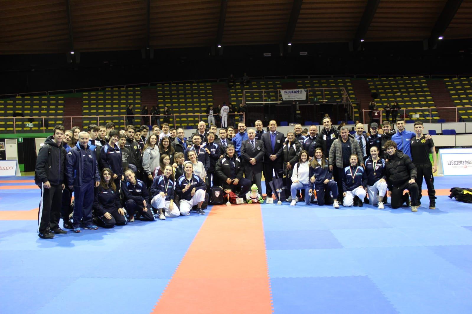 il-gruppo-del-karate-pugliese